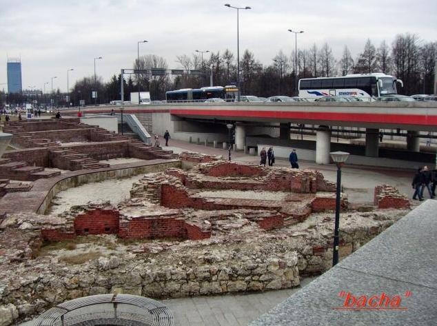 Rondo Mogilskie w Krakowie rynek w Sanoku 3