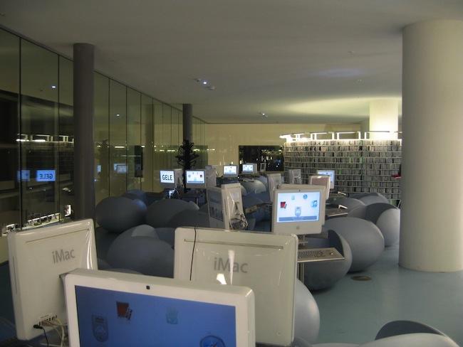biblioteka-amsterdam-przyjazna-czlowiekowi-aranzacja-projekt-