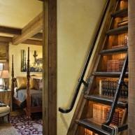 Biblioteczka pod schodami