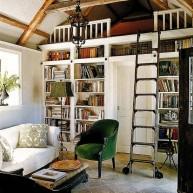 Biblioteczka w przesztrzeni ściany z antresolą do czytania