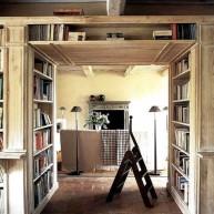 """Biblioteczka w """"grubości murów"""""""