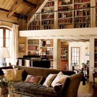 Biblioteczka w przesztrzeni ściany i na antresoli