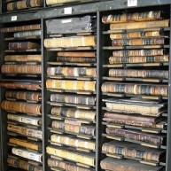 Półki na stare wartościowe książki