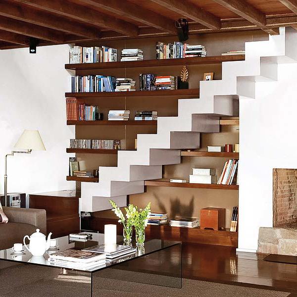 przestrzeń pod schodami 31