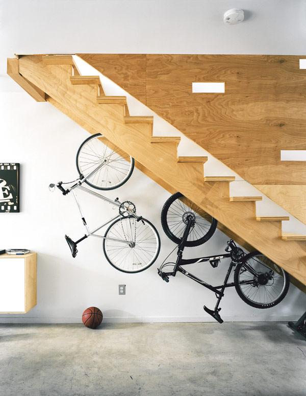 przestrzeń pod schodami 30