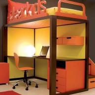 Łóżko na górze, miejsce do nauki na dole - można wygospodarować więcej miejsca niż się wydaje!