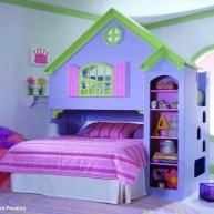Zestaw do spania i zabawy dla dziecka.