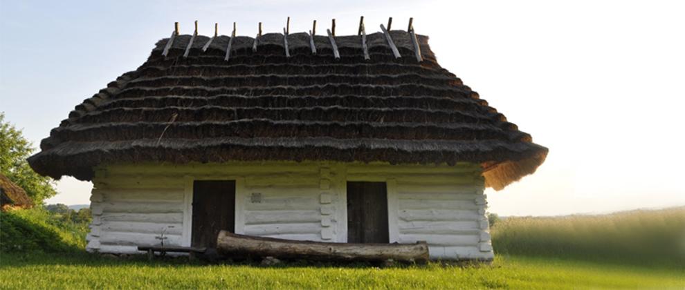 maly tani domek drewniany skansen w sanoku
