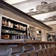 Projekt eleganckiego baru, gdzie dostaniesz również dobre jedzenie.