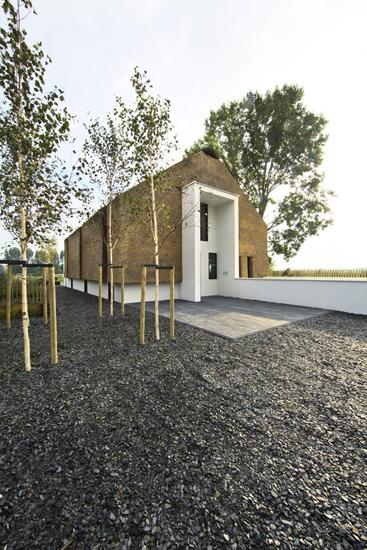 Projekt domu w samym środku naturalnego krajobrazu.
