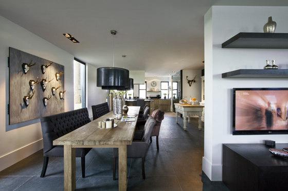 Otwarta przestrzeń - jadalnia z kuchnią oraz salon.