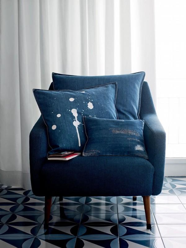 Jeansowy fotel od tapicera? Zrób sam poduszki. Jak widzisz jeansy nie muszą być czyste - każda indywidualizacja mile widziana!