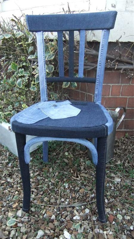 W tapicerowaniu mebli to krzesło jest może przesadą, ale - kiedy masz kawiarnię w stylu off-road ...