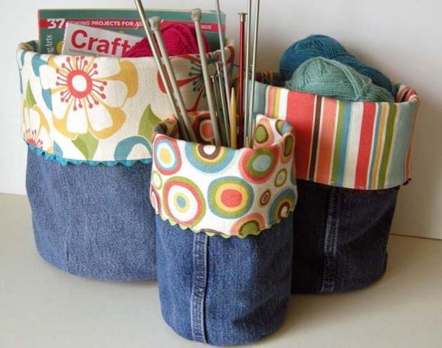 Jeansowe DIY możesz zacząć sam - od kubków i koszulek na ołówki i inne drobiazgi. Wystarczy obciąć nogawki a brzegi obszyć innym materiałem. Nie zapomnij zaszyć dołu :P