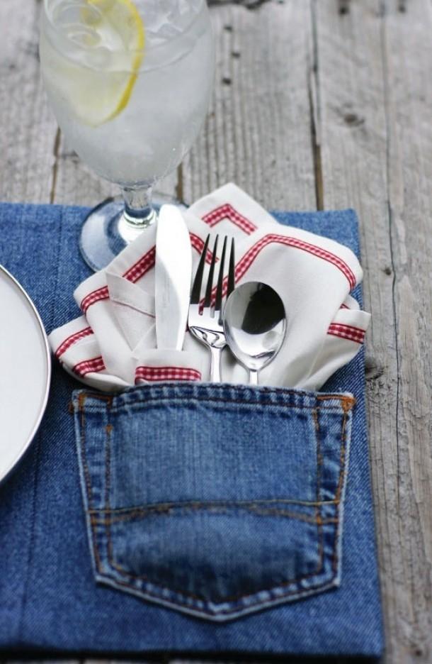 """Na piknik albo na stół do ogrodu - zamiast chusteczek - przygotuj """"bieliznę stołową"""" z kieszeni jeansu! Bardzo nowoczesne i bardzo niezobowiązujące ;]"""