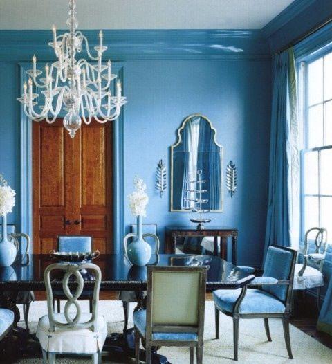 Nie wszystkie krzesła muszą być takie same ;] Zobacz - przy tym stole w jadalni żadne się nie powtarza a i tak wyglądają spójnie i pięknie ;]
