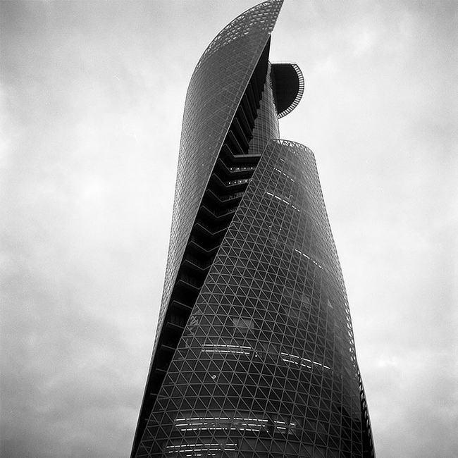 Mode Gakuen Spiral Towers, Projekt: Salvador San Vincente, Japonia