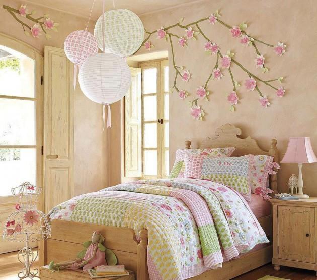 dekoracja-pokoju-dziecka-Przemień sypialnię Twojego malucha w w kwiatowy ogród za pomocą kwiatów i gałęzi z bibuły.
