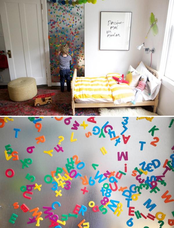 dekoracja-pokoju-dziecka-Kolorowe literki na magnesy - przy okazji zabawy Twoje dziecko oswoi się z literami.