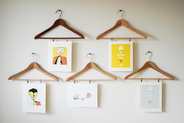 dekoracja-pokoju-dziecka-Świetny pomysł na obrazki lub fotografie - wieszaki :)