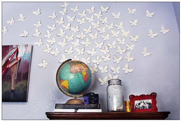 dekoracje-pokoju-dziecka-Kolejne ozdobne figurki w kształcie motylków, tym razem białych - krawędzie można pomazać brokatem lub złotą/srebrną farbką.