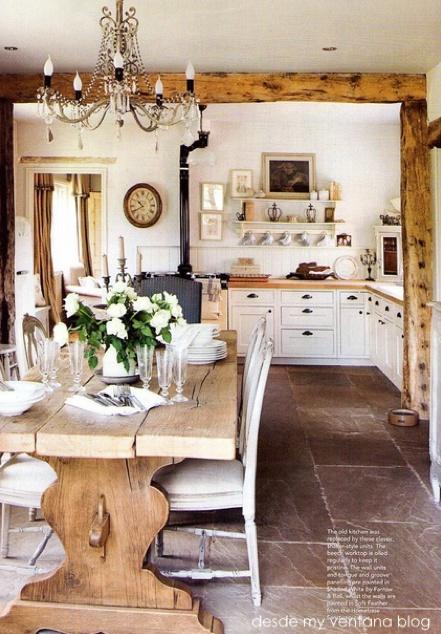 Masz stary stół/ławę od babci czy dziadka ze wsi? Wykorzystaj go aby stworzyć niepowtarzalny klimat Twojej jadalni.