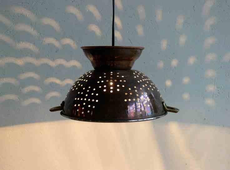 DIY - lampa wykonana z... tak, z durszlaka :) Łatwy i pomysłowy projekt lampy.