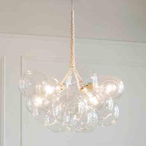 Modny design tej lampy nie koliduje z jej funkcją - zapewnia bardzo dobre oświetlenie.