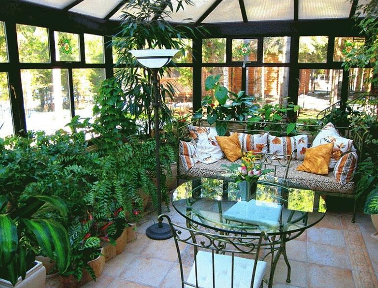 ogr d zimowy dobrodziejstwo szklarni patio i tarasu w ch odnie szare dni. Black Bedroom Furniture Sets. Home Design Ideas