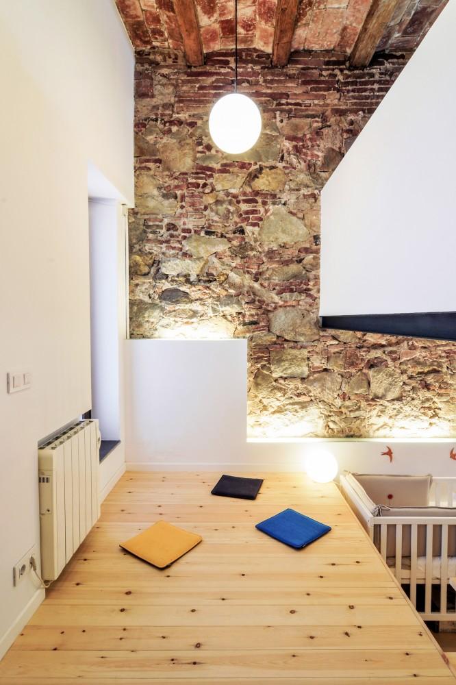 Współczesna architektura inwestuje w projekty łączące starą zabudowę z nowoczesnym wnętrzem_dom_plomba