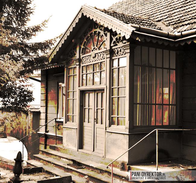 polski dom z drewnianym gankiem łańcut