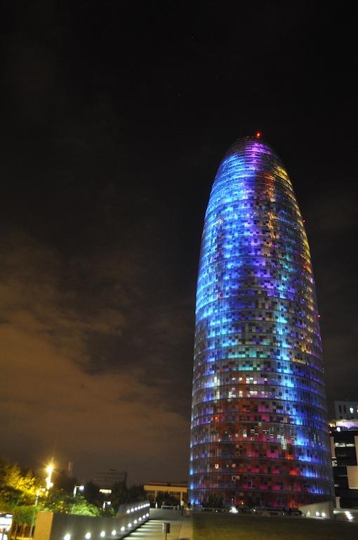 torre_agbar_wieżowiec_nowoczesny_hiszpania_barcelona_wspolczesna_architektura-w_mieście