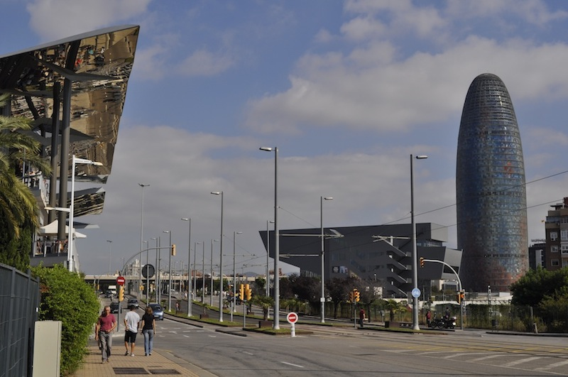 torre_agbar_wieżowiec_nowoczesny_hiszpania_barcelona_wspolczesna_architektura-w_mieście_16