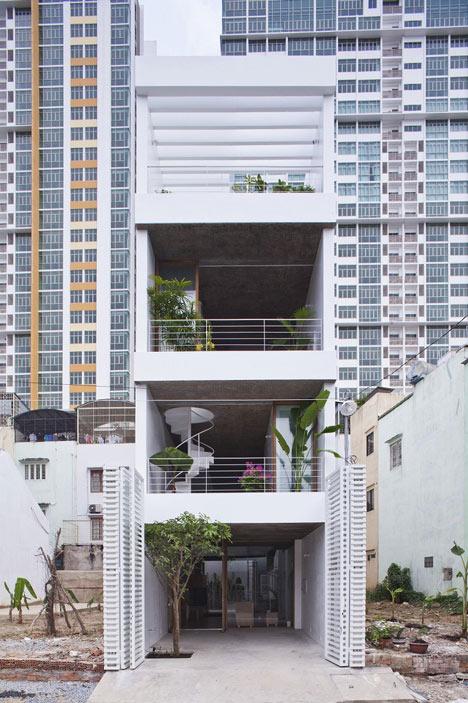 """wąski_dom_Typowy, wąski wietnamski dom, tak zwany """"tube house""""."""