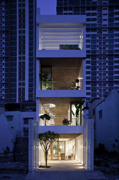wąski_dom_Projekt wietnamskich architektów na wąską działkę w sercu miasta.