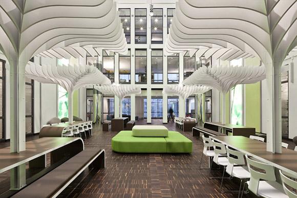 MTV, Berlin. Design tej dużej przetrzeni można zaadaptować do realiów małego biura zachowując kolorystykę oraz arranżację krzeseł i stolików z kanapą na środku._nowoczesne_biuro_14