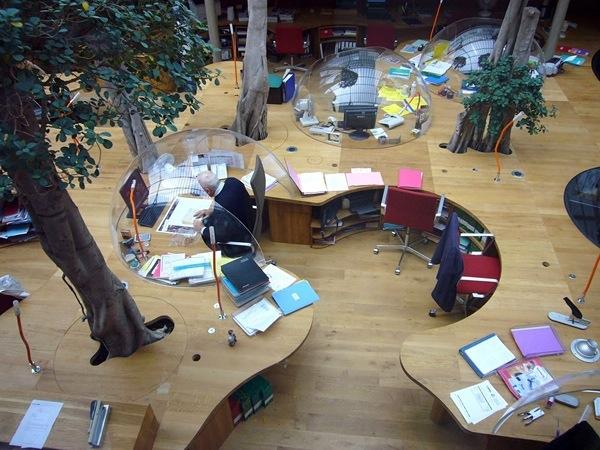 Pons+Huot Offices, paryż, Francja. Bardzo ciekawe i oryginalne biuro, gdzie stanowiska pracy imitują domki na tropikalnej wyspie :)