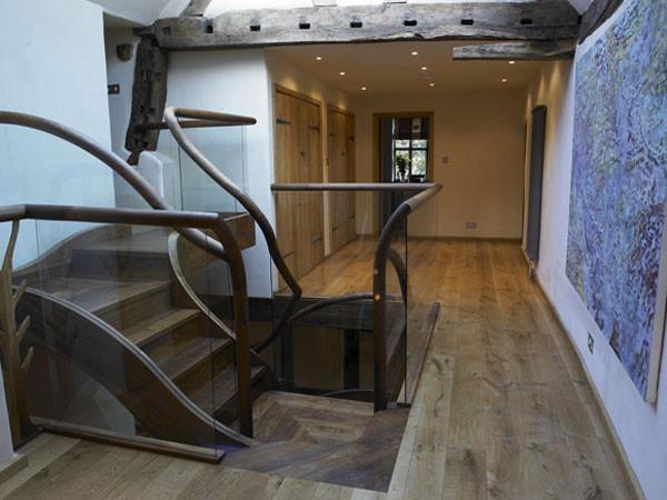 Angielski_dom_Drewniane elementy zabudowy są tradycyjne i porządnie wykonane.