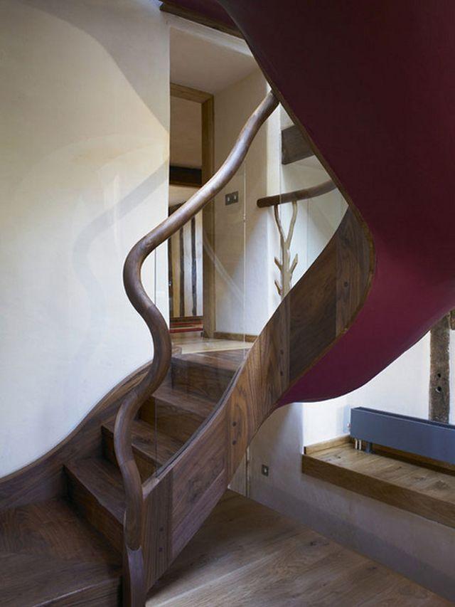 Angielski_dom_Oryginalny projekt drewnianych schodów.