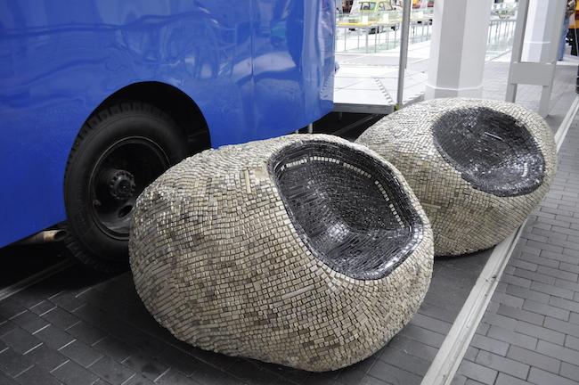 meble-wykonane-z-odpadkow-ze-smieci-segregowalnych-recyklingowy-design-6