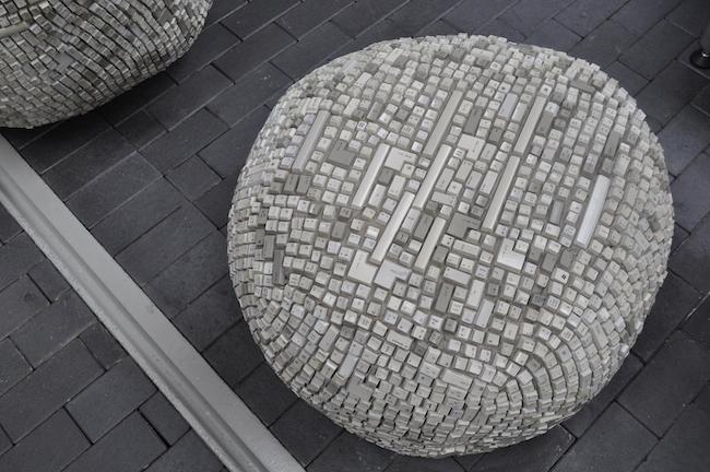 meble-wykonane-z-odpadkow-ze-smieci-segregowalnych-recyklingowy-design-8