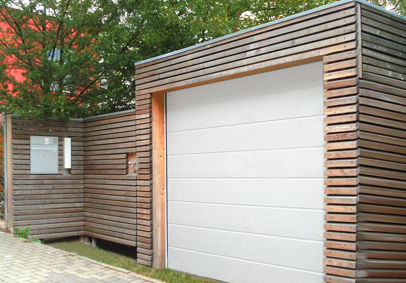 Wjazd do garażu z drewna.