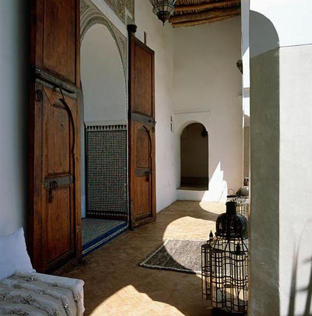 Charakterystyczny marokański styl aranżowania wnętrza_orientalna_willa_9