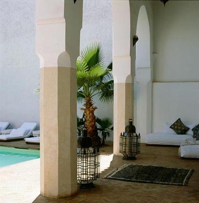 Wnętrze jest urządzone w tradycyjnym stylu Art Deco_orientalna_willa_4