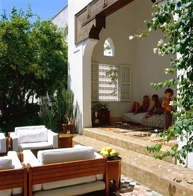 Wewnętrzny dziedziniec riady to oaza wśród pustyni miasta_orientalna_willa_12
