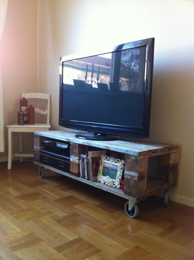 Euro palety w domu meble szafki ciany diy zr b to for Costruire porta tv