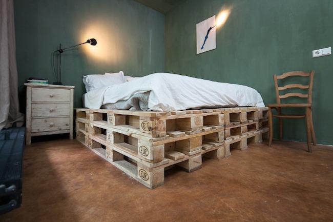 palety_w_domu_design_zastosowanie_europaleta_we_wnetrzu_kanapy_DIY_zrob_to_sam_lozka_kanapy_fotele_2
