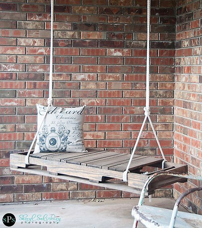 palety_w_domu_design_zastosowanie_europaleta_we_wnetrzu_kanapy_DIY_zrob_to_sam_lozka_kanapy_fotele_4