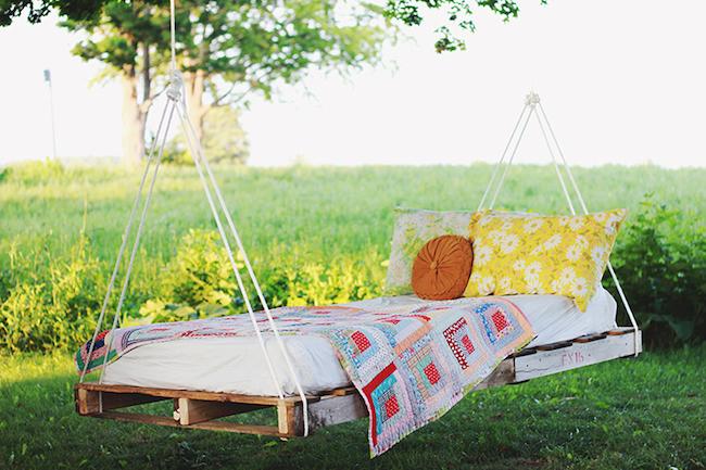 palety_w_domu_design_zastosowanie_europaleta_we_wnetrzu_kanapy_DIY_zrob_to_sam_lozka_kanapy_fotele_5