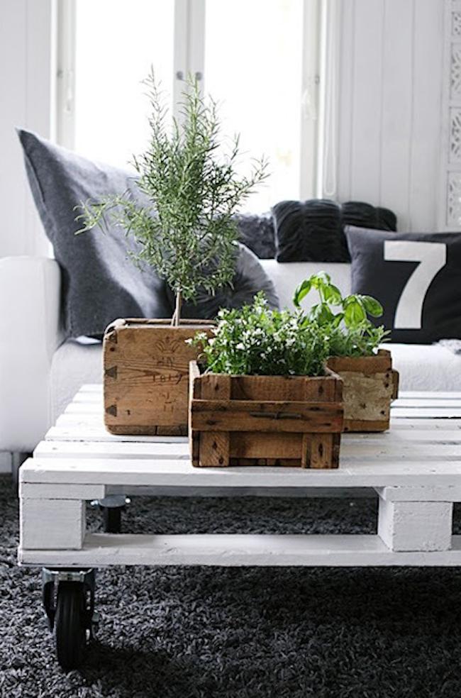palety_w_domu_design_zastosowanie_europaleta_we_wnetrzu_DIY_zrob_to_sam_stoly_stoliki_biurka_10
